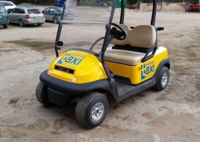 Helfolierad Golfbil